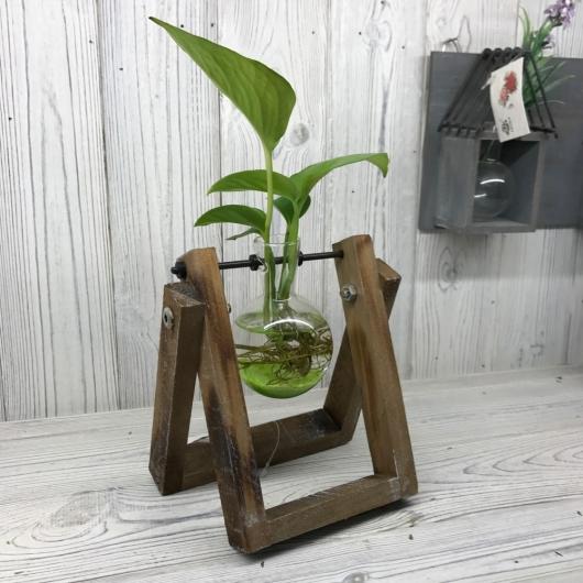 Hydroponický kvetináč s dreveným stojanom