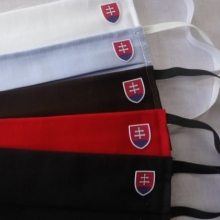 01 Rúško so slovenským znakom